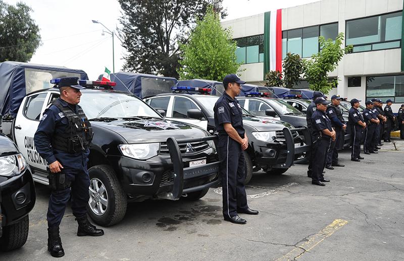 Entrega de patrullas y equipo policial (2)